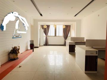 五一廣場旁 新大新 4室2廳2衛 9000元每月