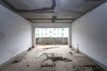 时代广场 西城公寓  南北通透的板房 诚心出售