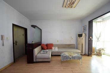 房子客廳寬敞,主臥帶陽臺,**樓層,采光通風都很好,