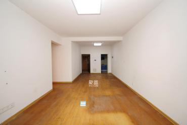 三室兩廳報價86.8萬 滿五**