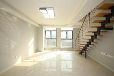 頂樓復式 超大使用面積 送100平大露臺  地鐵五號線