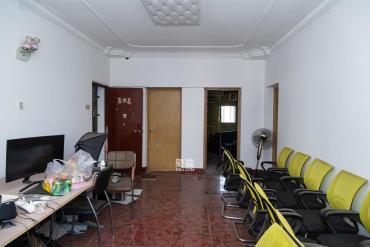 县公安局单位房  3室2厅1卫    68.8万