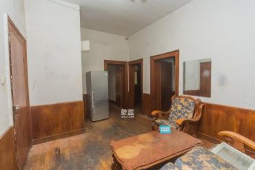 識字嶺芙蓉中路 單位房 一樓帶獨立后院 三房二廳 使用面積大