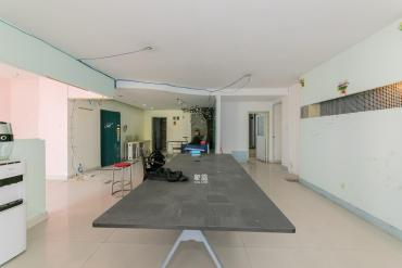 湖南财富中心  3室2厅1卫    140.0万