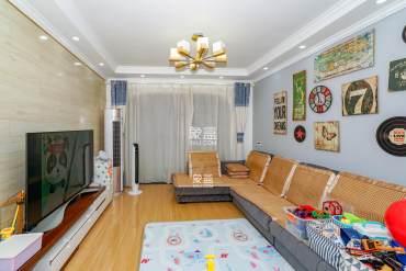 房东诚心出售,央企大盘,小区绿化达百分之45,随时可看房