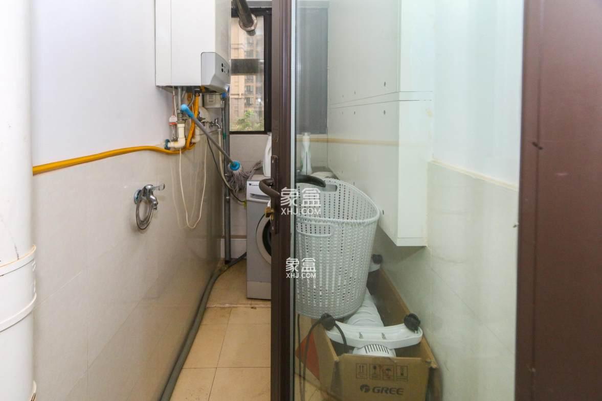 中海国际 精装修三房 居家自住 保养好 价格可谈