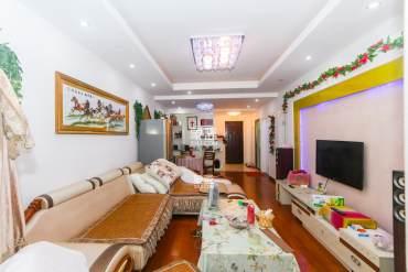 米兰春天精装三室,品牌家电家具,单价低,看房方便.