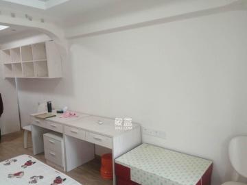 麓谷企業廣場 羅馬國際公寓  精裝可辦公 交通便利