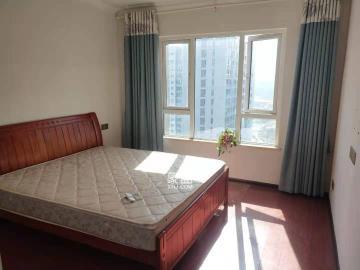 绿地之窗  4室2厅2卫    3500.0元/月