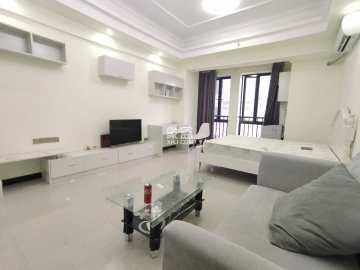 荣泰广场 白色简约高级风大床房 单身还是情侣住非常合适不过了