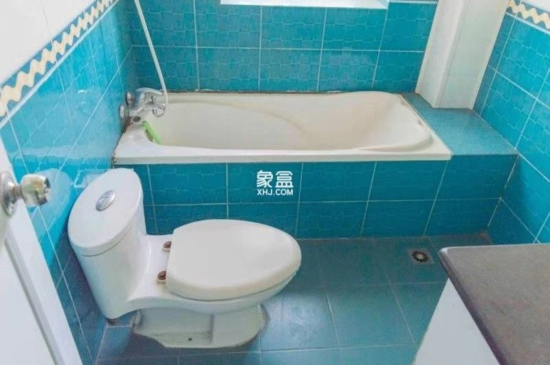 益阳市检查院住宅楼  4室2厅2卫    68.0万