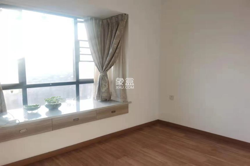 湘潭市一医院旁 电梯精装三房 家具齐全 拎包入住