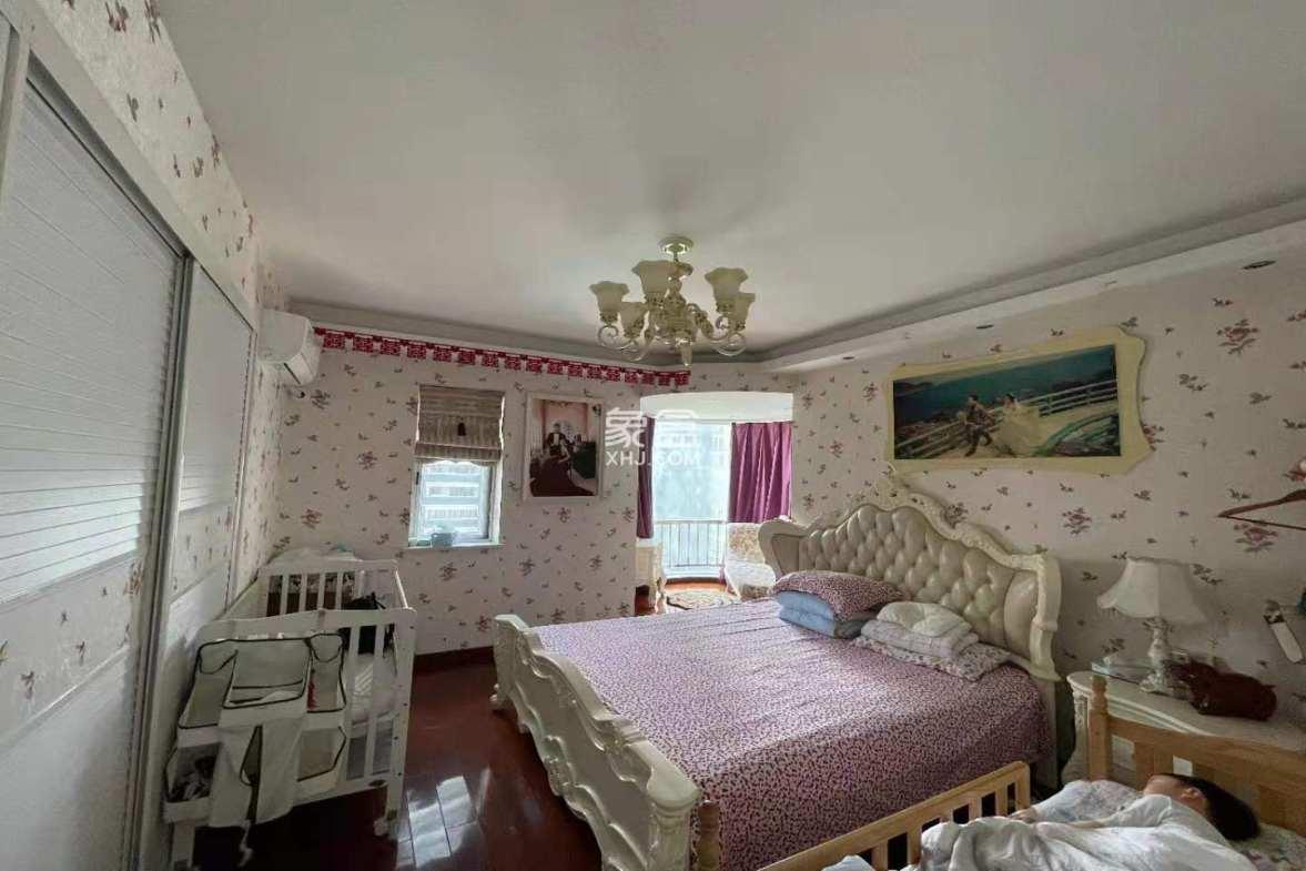 天龙御园  4室2厅2卫    125.0万