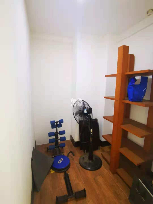建鑫一期,5100的自住型精装修三房,户型周正,拎包入住