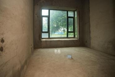 一樓帶花園,老人居家好房,還可住改商用,品質樓盤,等你來