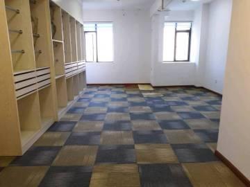 长房中庭国际  1室1厅1卫    3100.0元/月