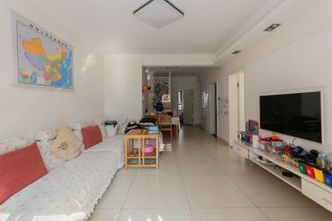 山语城豪装三房,品牌家电,位置安静,小区环境优雅,出入方便