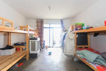 西子湖畔沃府  4室2厅2卫    180.0万