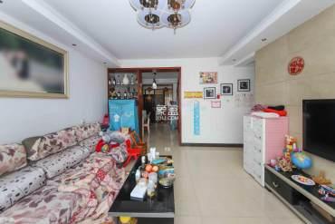 枫华府第3室2厅 空间大  适合居家居住  精装修