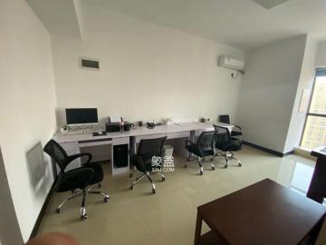 樹木嶺地鐵口、新城新世界廣場、辦公用精裝一房、帶辦公家具