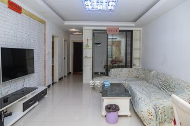 三一街区  3室2厅1卫    81.8万