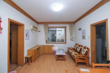 南園小區兩房,業主自住裝修,隨時 看房,有鑰匙。