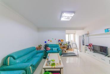 居家精裝9成新,入住2年,婚房裝修 一家人可以直接入住 很舒