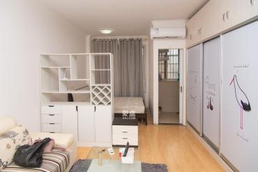 草莓街區精裝1房保養好,樓下就是地鐵口,看房方便!