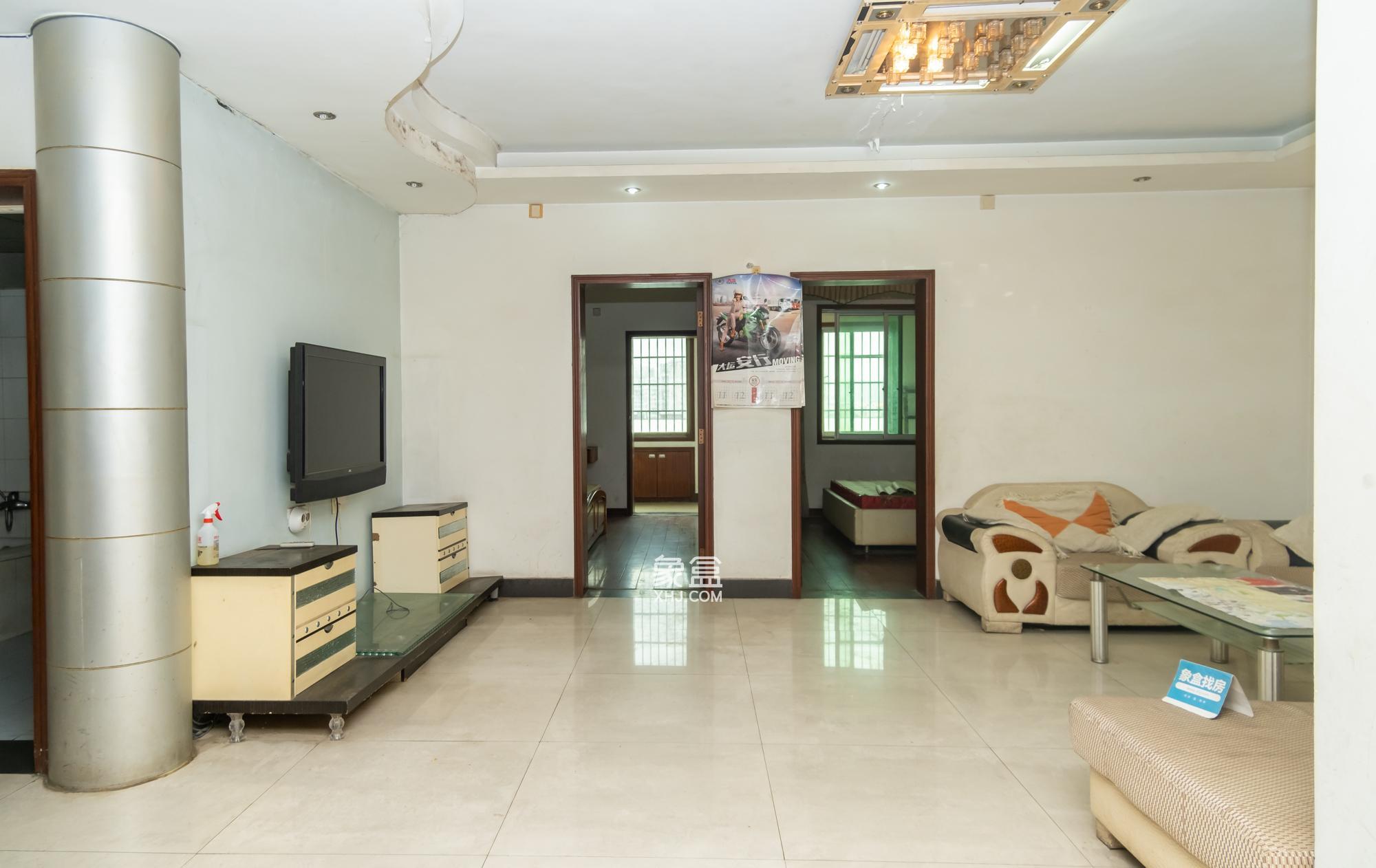 中南汽配城,正规三房,精装修,带全套家具家电。