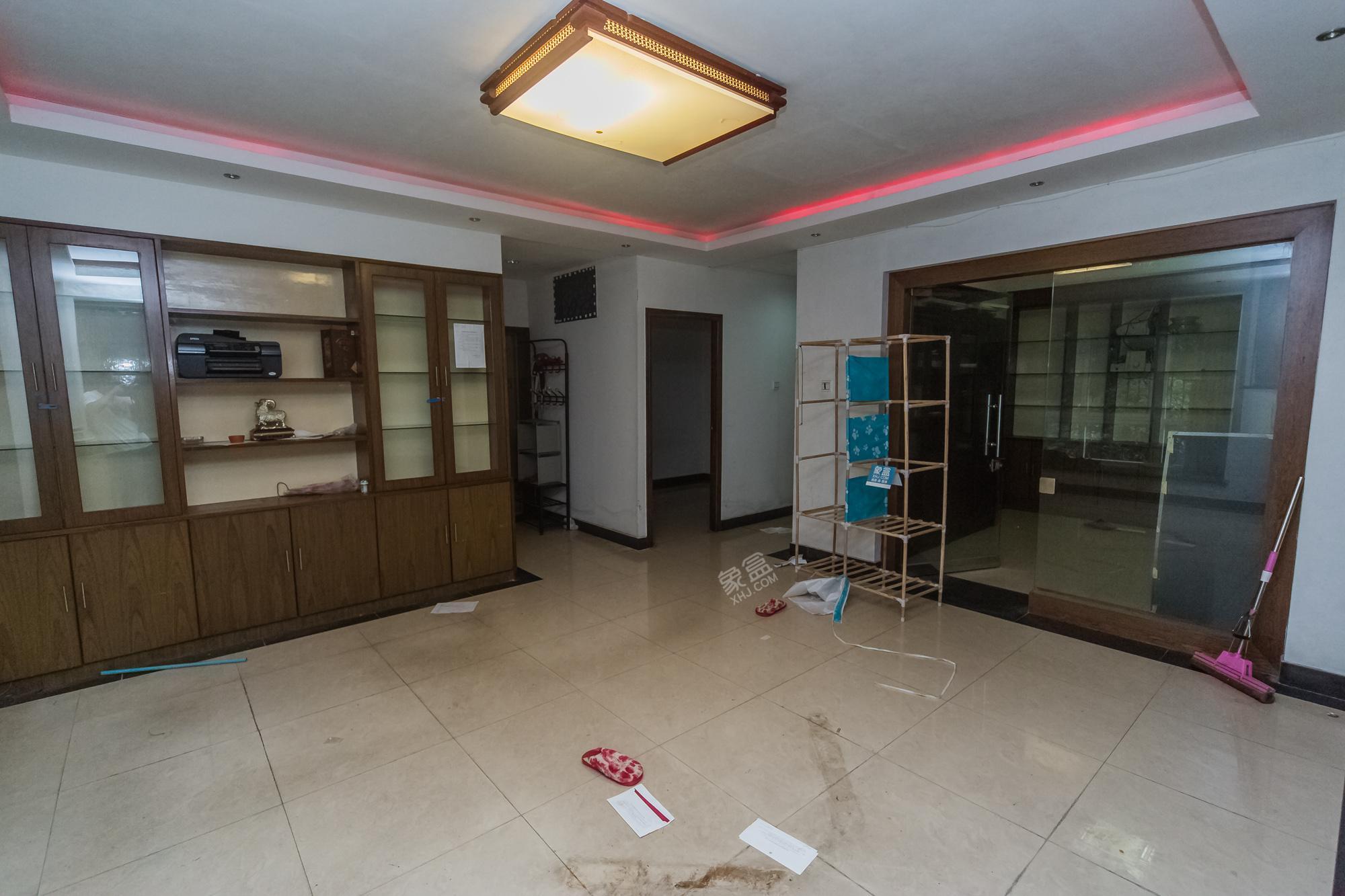 广济苑公寓 3室2厅1卫 190.0万