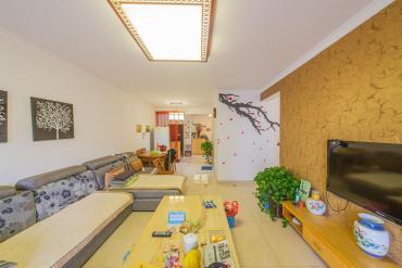 居家裝修,配置齊全,空間敞亮,溫馨舒適