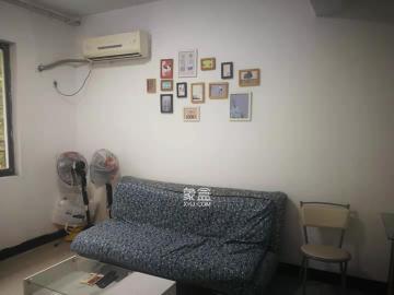 中地凯旋城  1室1厅1卫    1300.0元/月