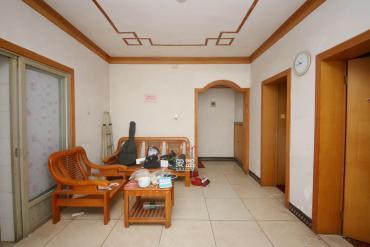 房型坐北朝南,視野開闊,位置安靜舒適,小區環境好,空氣清新,