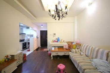 德思勤對面,居家豪裝小兩房,房東急售,隨時配合看房,價格好說