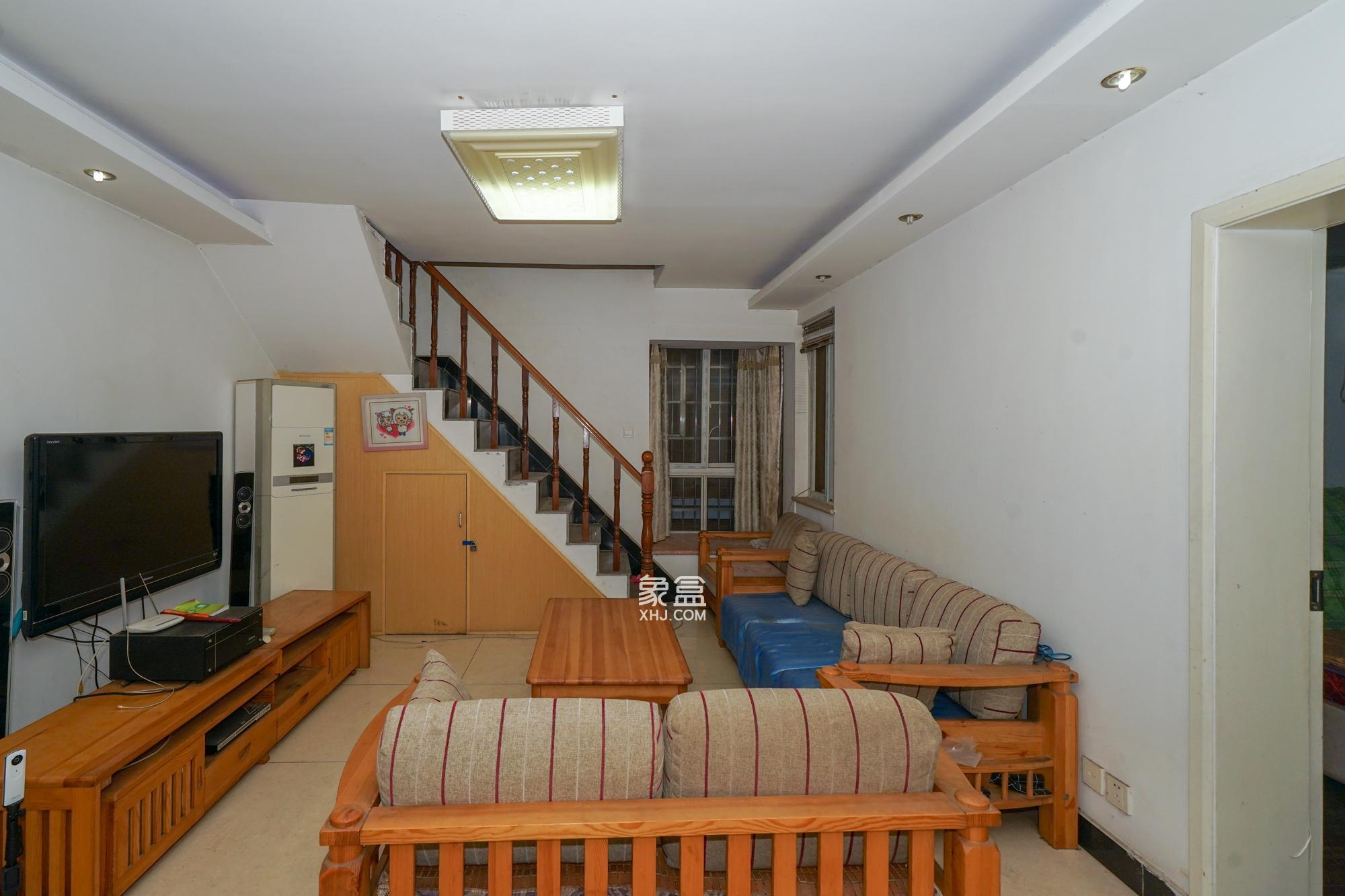 景环小区  复式4室2厅2卫 一层顶两层   拎包入住