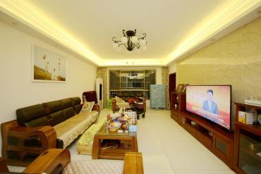 芙蓉公寓  3室2厅2卫    145.0万