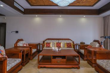 藏瓏湖上國際花園  5室3廳3衛    608.0萬