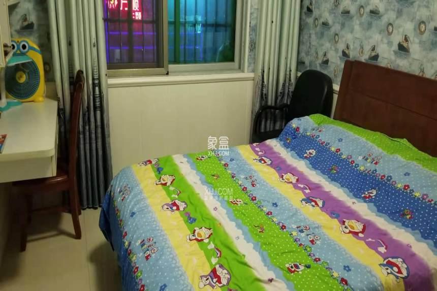 盛世嘉园  4室2厅2卫    1900.0元/月