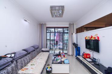 南韶山路地鐵口附近,電梯三房,居家裝修,帶家具家電,誠心出售