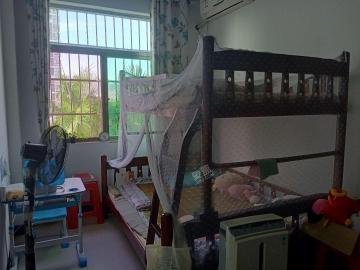 阳光巴洛克小区  3室2厅1卫    150.0万