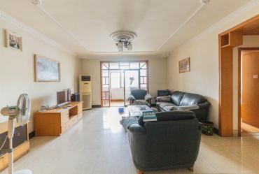 地鐵口,精裝兩房兩廳,誠心出售,帶穩定長期租約,都可以買
