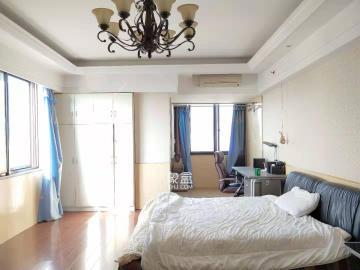 市中心 中央商业广场 精装公寓 月租1800随时看房