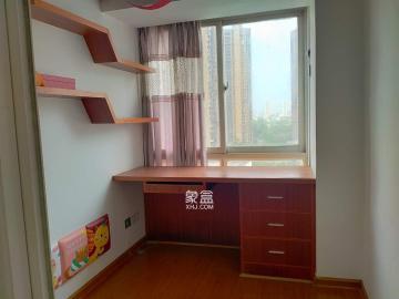 山水华景  3室2厅1卫    2600.0元/月