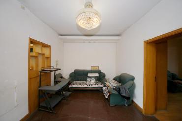 火星鎮單位宿舍中裝兩房出售 中間樓層 有單位院子停車方便