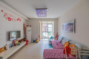 鳳凰城一期,居家精裝兩房,拎包住,可隨時看房。