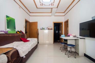 示:重點介紹房源戶型特色、區域空間、小區配套上的優勢。