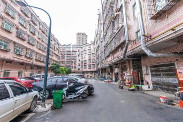 泉塘步梯居家三房急售,中間樓層,價格可談