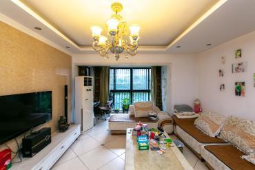 三江花中城  3室2厅2卫    140.0万