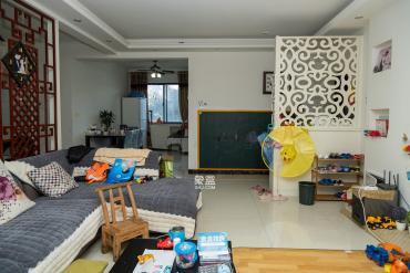 湘龍小學對面,居家裝修大四房,可做五房,位置安靜看房方便!
