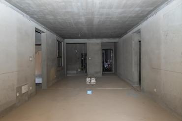 客廳帶大陽臺 清水毛坯大四房 產權清晰 隨時可看房